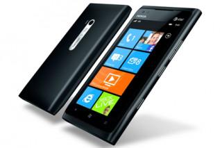«Фокстрот» начинает продажи Nokia Lumia 900