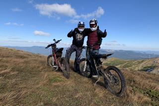 Электромотоцикл впервые покорил высшую точку Украины