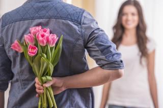 8 полезных подарков женщинам к празднику весны